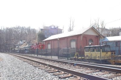 B&O Freight Office, Trackside Photo, Click for full size