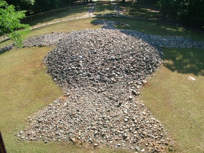 Rock Eagle Mound image. Click for full size.