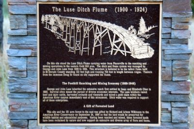 The Luse Ditch Flume Marker image. Click for full size.