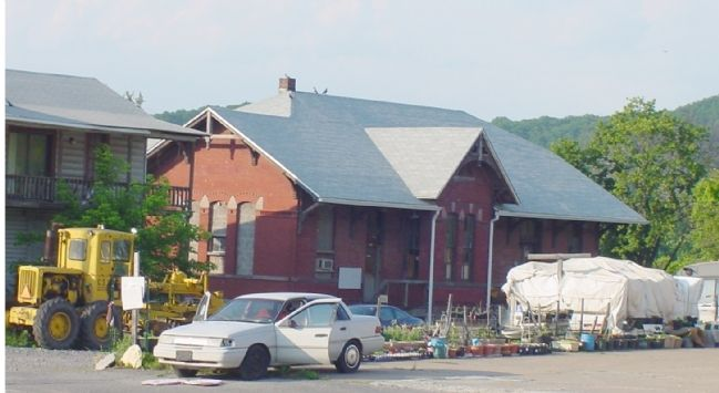 The Old B&O Passenger Depot. This side faces Lee Street / Apple Way. Trackside was opposite. image. Click for full size.