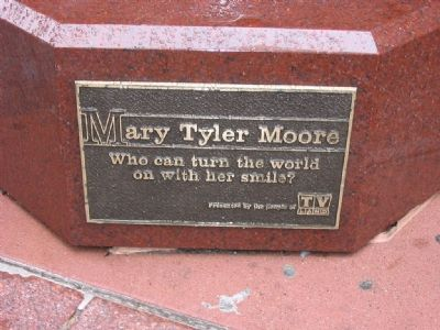 Plaque on Statue image. Click for full size.