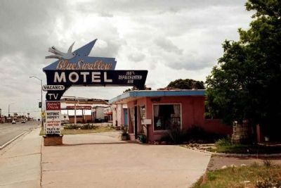 Blue Swallow Motel Photo, Click for full size