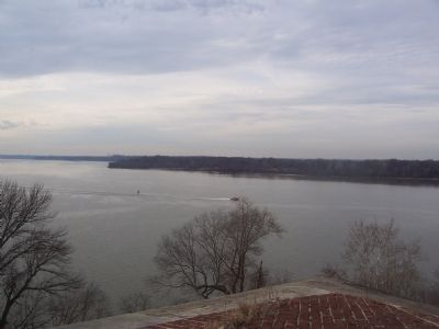 Potomac River passage. View toward Fort Hunt Park on Virginia shore. image. Click for full size.
