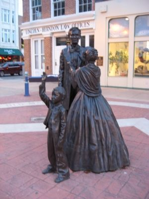Statues of Lincoln Family Photo, Click for full size