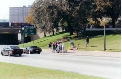 Grassy Knoll Area and Marker image. Click for full size.