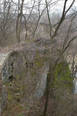 Eastern abutment, Jug Bridge image. Click for full size.
