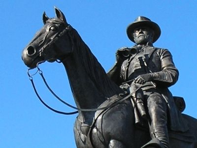 Closeup of Lee statue. image. Click for full size.