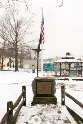 Huddy Monument with Bandstand in Background image. Click for full size.