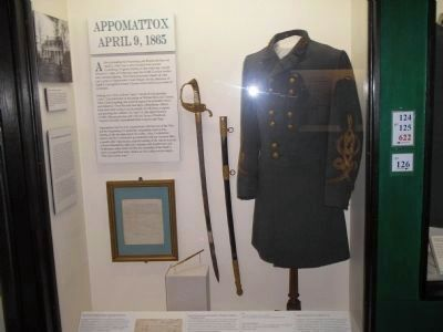 Gen. Lee's Surrender Uniform & Sword image. Click for full size.