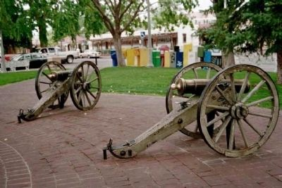 Confederate Soldiers replica cannons in the plaza image. Click for full size.
