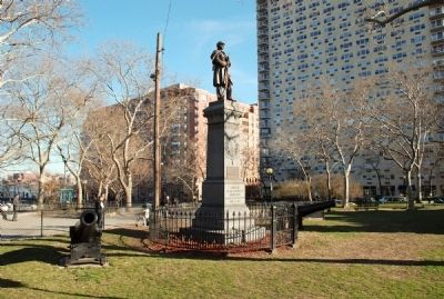 Left profile of monument from Hudson Street image. Click for full size.
