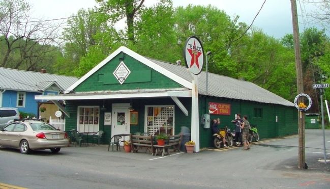Clifton General Store image. Click for full size.