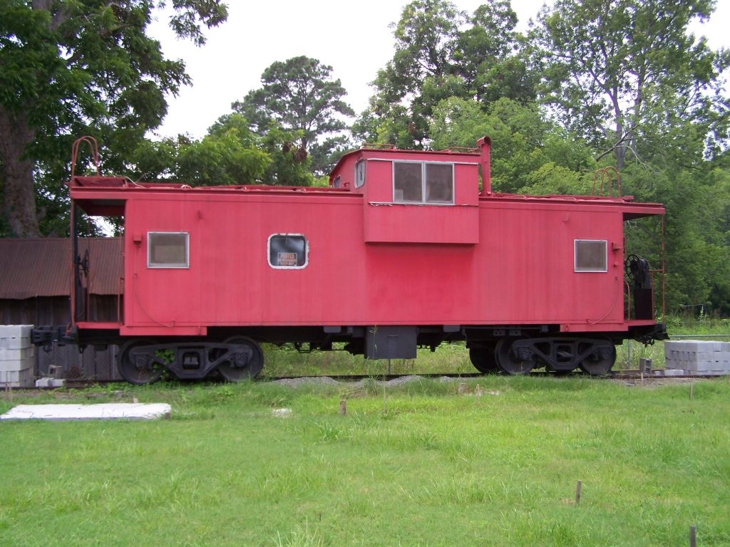 Caboose, future musuem, a tribute to ACL Railroad and the BE&W ( that never finished)