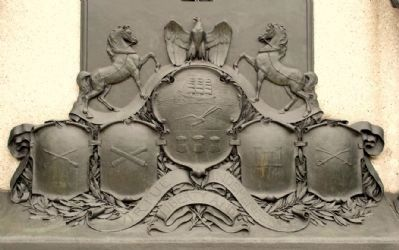 Detail view of crests underneath plaque on rear of marker image. Click for full size.