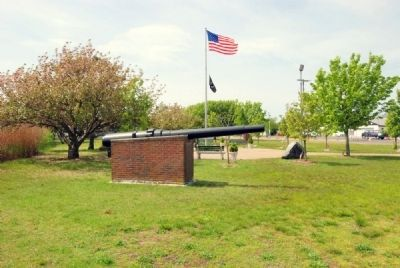 View of Memorial from right side. (plaque is underneath the front of the cannon) image. Click for full size.