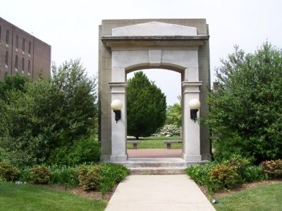 Old Main Arch Memorial image. Click for full size.