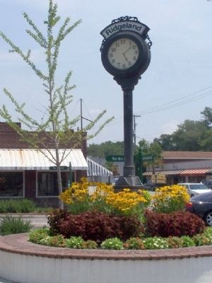 Ridgeland Town Clock image. Click for full size.