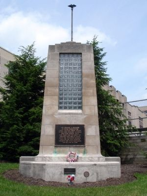 Front View of Monument image. Click for full size.