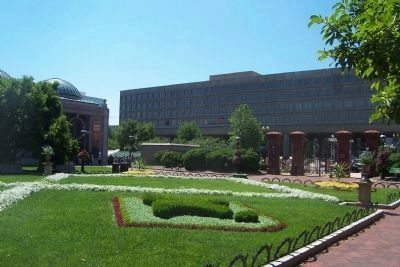 Haupt Garden, view toward Independence Avenue image. Click for full size.