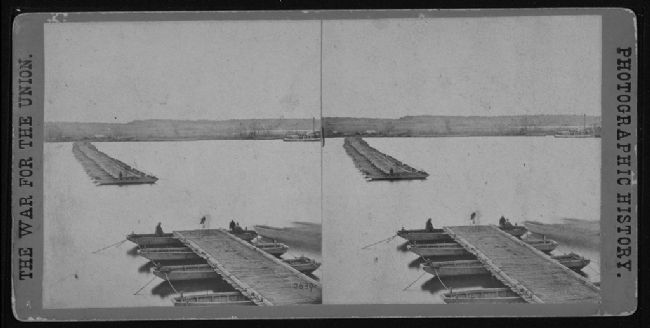 Sterographic Photo of a Pontoon Bridge over the James image. Click for full size.