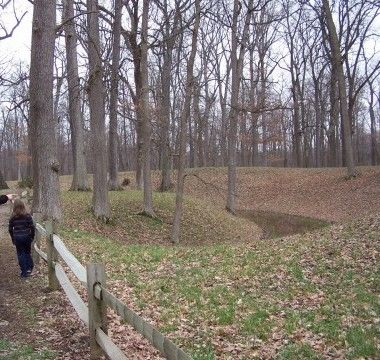 The opposite side of the earthwork mound. Photo, Click for full size