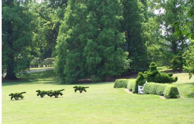 Topiaries of a Fox Hunt image. Click for full size.