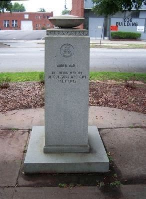 American Gold Star Mothers Marker, WW I image. Click for full size.