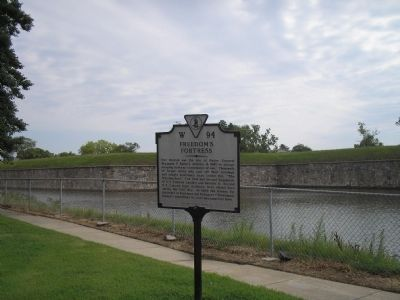 Marker in Fortress Monroe image. Click for full size.