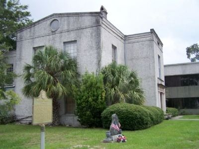 McIntosh County Marker at the Courthouse image. Click for full size.