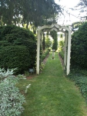 Colonial Revival Garden image. Click for full size.