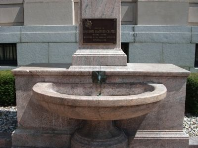 Lower Part of Marker use to be a Drinking Fountain image. Click for full size.
