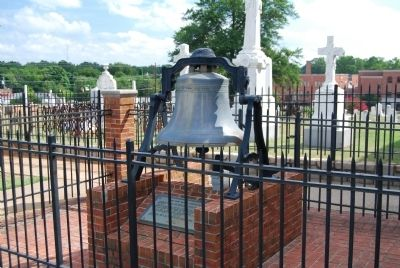 The First Baptist Church Bell and Marker image. Click for full size.