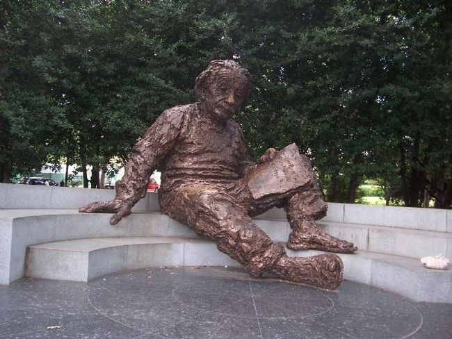 Albert Einstein Memorial image. Click for full size.