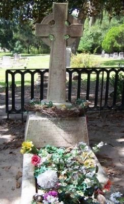 Gravesite for Juliette Low, Laurel Grove Cemetery, Savannah image. Click for full size.