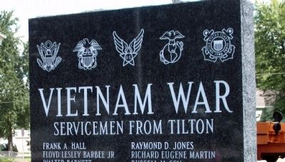 Top View - - Vietnam War  - -  Right Marker image. Click for full size.