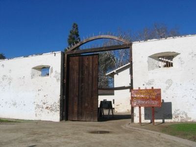 Entrance to Sutter's Fort image. Click for full size.