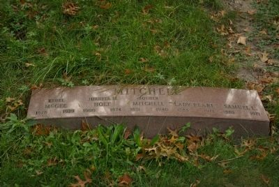 Mitchell family grave marker image. Click for full size.