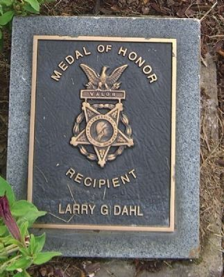 Larry G. Dahl Medal of Honor Grave Marker image. Click for full size.