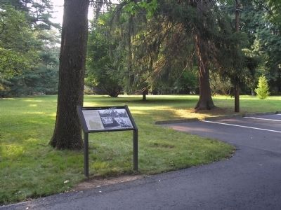 Glenmont Marker in Llewellyn Park image. Click for full size.