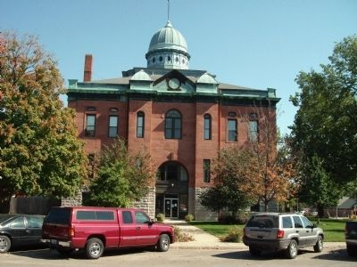 Menard County Court House at Petersburg, Illinois image. Click for full size.