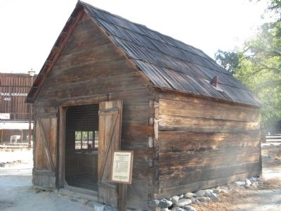 Miner�s Cabin and Marker image. Click for full size.