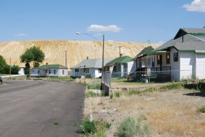 Company houses in Ruth image. Click for full size.