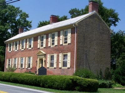 This dwelling was probably an inn when Washington visited. image. Click for full size.