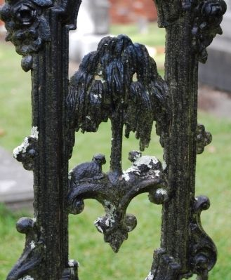 Detail of Styalized Palmetto Tree Used in Many of the Iron Fences Around Plots image. Click for full size.