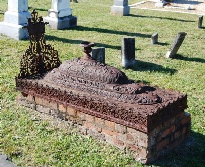 Unique Metal-Crowned Burial Site Photo, Click for full size