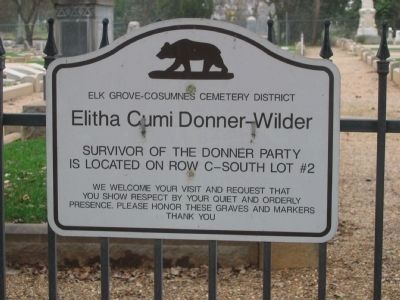 Sign at Entrance to Cemetery image. Click for full size.