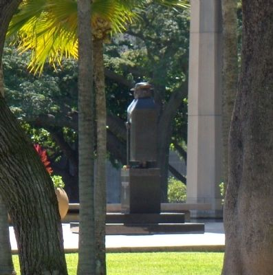 Father Damien Monument image. Click for full size.