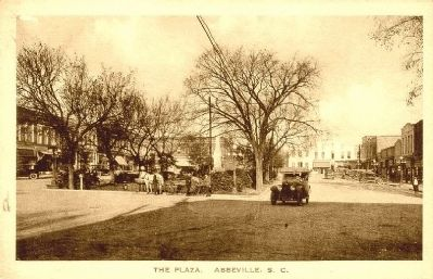 Abbeville County Square<br>Original Confederate Monument in Center Photo, Click for full size