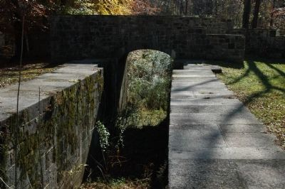 Foot bridge over Upper Lifting Locks of Landsford Canal image. Click for full size.