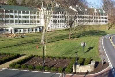 Bedford Springs Resort and Marker image. Click for full size.
